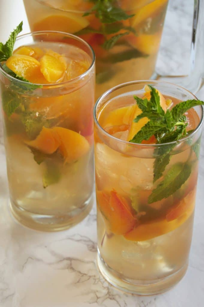 Iced Minty Peach Green Tea Recipe from @nutritiontofit