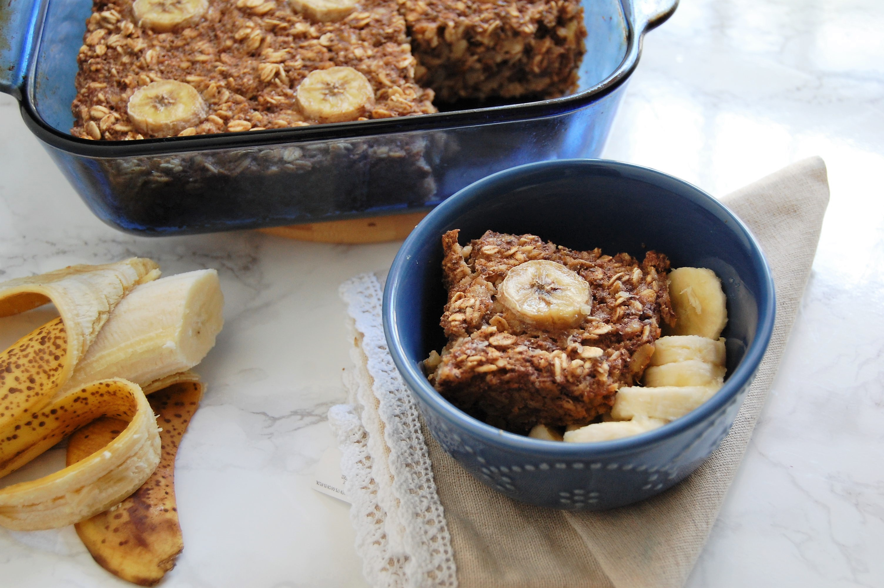 Banana Bread Baked Oatmeal is a healthy, make-ahead breakfast packed with fiber and nutrients to give a solid start to your day! For the recipe and others like it, check out @nutritiontofit!