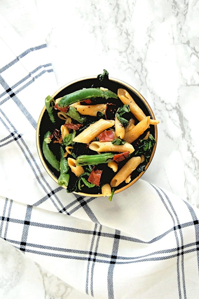 Prosciutto Green Beans make the easiest side dish for Thanksgiving, Christmas, and everything in between! It just requires a few ingredients, is very food allergy-friendly, and easily customizable.