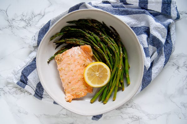 This Easy Sheet Pan Lemon Sesame Salmon is an easy weeknight dinner that takes under 20 minutes from start to finish of this recipe! | gluten-free, soy-free, nut-free, egg-free, dairy-free | Nutrition to Fit