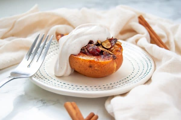 This healthy baked pears recipe is sweet, simple, and delicious. Healthy baked pears make a great holiday brunch recipe or simple Thanksgiving dessert!